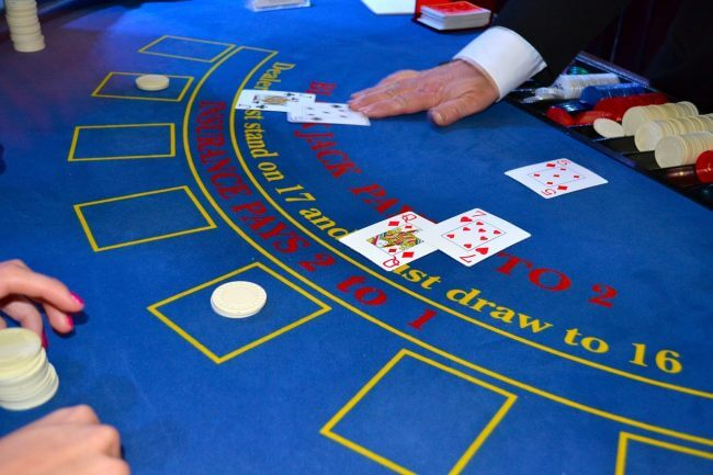 Blackjack: Learning to Count Cards in 4 Steps